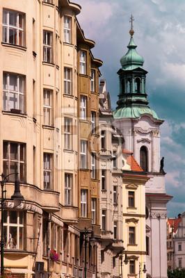 Постер Чехия В Праге, дом в городеЧехия<br>Постер на холсте или бумаге. Любого нужного вам размера. В раме или без. Подвес в комплекте. Трехслойная надежная упаковка. Доставим в любую точку России. Вам осталось только повесить картину на стену!<br>