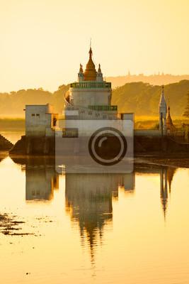 Постер Мьянма (Бирма) Амарапура ,Мандалай, Мьянма.Мьянма (Бирма)<br>Постер на холсте или бумаге. Любого нужного вам размера. В раме или без. Подвес в комплекте. Трехслойная надежная упаковка. Доставим в любую точку России. Вам осталось только повесить картину на стену!<br>