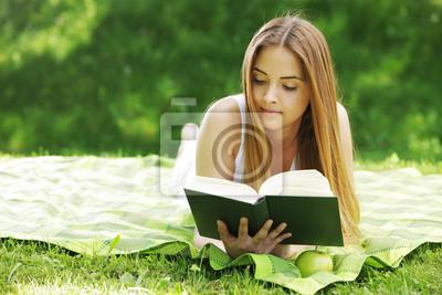 Постер Деятельность Молодая женщина читала книгу,, 30x20 см, на бумагеОбразование<br>Постер на холсте или бумаге. Любого нужного вам размера. В раме или без. Подвес в комплекте. Трехслойная надежная упаковка. Доставим в любую точку России. Вам осталось только повесить картину на стену!<br>