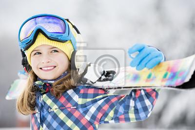 Постер Спорт Катание на лыжах, зимние виды спорта - портрет молодой лыжник, 30x20 см, на бумагеГорные лыжи<br>Постер на холсте или бумаге. Любого нужного вам размера. В раме или без. Подвес в комплекте. Трехслойная надежная упаковка. Доставим в любую точку России. Вам осталось только повесить картину на стену!<br>