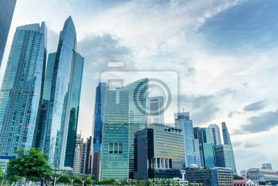 Небоскребы в финансовом районе Сингапура, 30x20 см, на бумагеНебоскребы<br>Постер на холсте или бумаге. Любого нужного вам размера. В раме или без. Подвес в комплекте. Трехслойная надежная упаковка. Доставим в любую точку России. Вам осталось только повесить картину на стену!<br>
