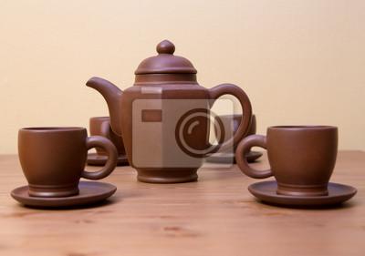 Постер Еда и напитки Глина чайник и чашки на деревянный стол, 28x20 см, на бумагеЧай<br>Постер на холсте или бумаге. Любого нужного вам размера. В раме или без. Подвес в комплекте. Трехслойная надежная упаковка. Доставим в любую точку России. Вам осталось только повесить картину на стену!<br>