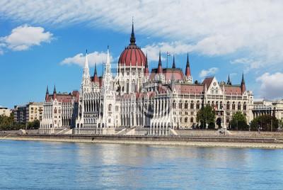 Постер Венгрия Венгерский парламент от замка - ВенгрияВенгрия<br>Постер на холсте или бумаге. Любого нужного вам размера. В раме или без. Подвес в комплекте. Трехслойная надежная упаковка. Доставим в любую точку России. Вам осталось только повесить картину на стену!<br>