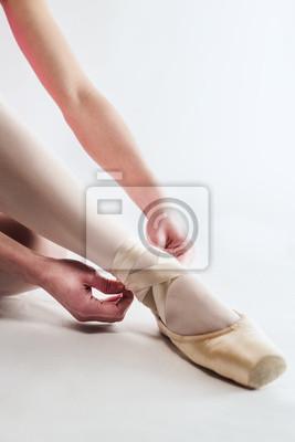Постер Балет Балерина готовитсяБалет<br>Постер на холсте или бумаге. Любого нужного вам размера. В раме или без. Подвес в комплекте. Трехслойная надежная упаковка. Доставим в любую точку России. Вам осталось только повесить картину на стену!<br>