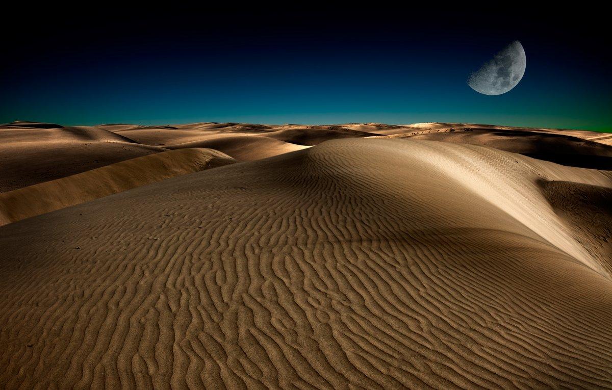 Постер Пейзаж песчаный Ночь в пустынеПейзаж песчаный<br>Постер на холсте или бумаге. Любого нужного вам размера. В раме или без. Подвес в комплекте. Трехслойная надежная упаковка. Доставим в любую точку России. Вам осталось только повесить картину на стену!<br>