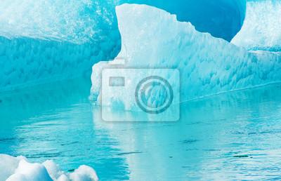 Постер Альпийский пейзаж ЛедникАльпийский пейзаж<br>Постер на холсте или бумаге. Любого нужного вам размера. В раме или без. Подвес в комплекте. Трехслойная надежная упаковка. Доставим в любую точку России. Вам осталось только повесить картину на стену!<br>