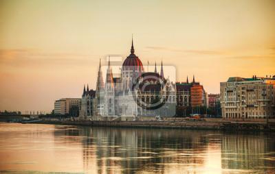 Постер Венгрия Венгерский здание парламента в БудапештеВенгрия<br>Постер на холсте или бумаге. Любого нужного вам размера. В раме или без. Подвес в комплекте. Трехслойная надежная упаковка. Доставим в любую точку России. Вам осталось только повесить картину на стену!<br>