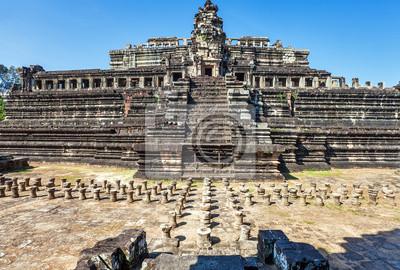 Постер Камбоджа Древние буддийские кхмерский храм Ангкор-ВАТ комплексКамбоджа<br>Постер на холсте или бумаге. Любого нужного вам размера. В раме или без. Подвес в комплекте. Трехслойная надежная упаковка. Доставим в любую точку России. Вам осталось только повесить картину на стену!<br>