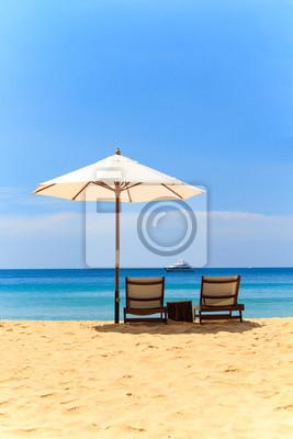 Постер Малайзия Лежаки и зонтик на пляжеМалайзия<br>Постер на холсте или бумаге. Любого нужного вам размера. В раме или без. Подвес в комплекте. Трехслойная надежная упаковка. Доставим в любую точку России. Вам осталось только повесить картину на стену!<br>