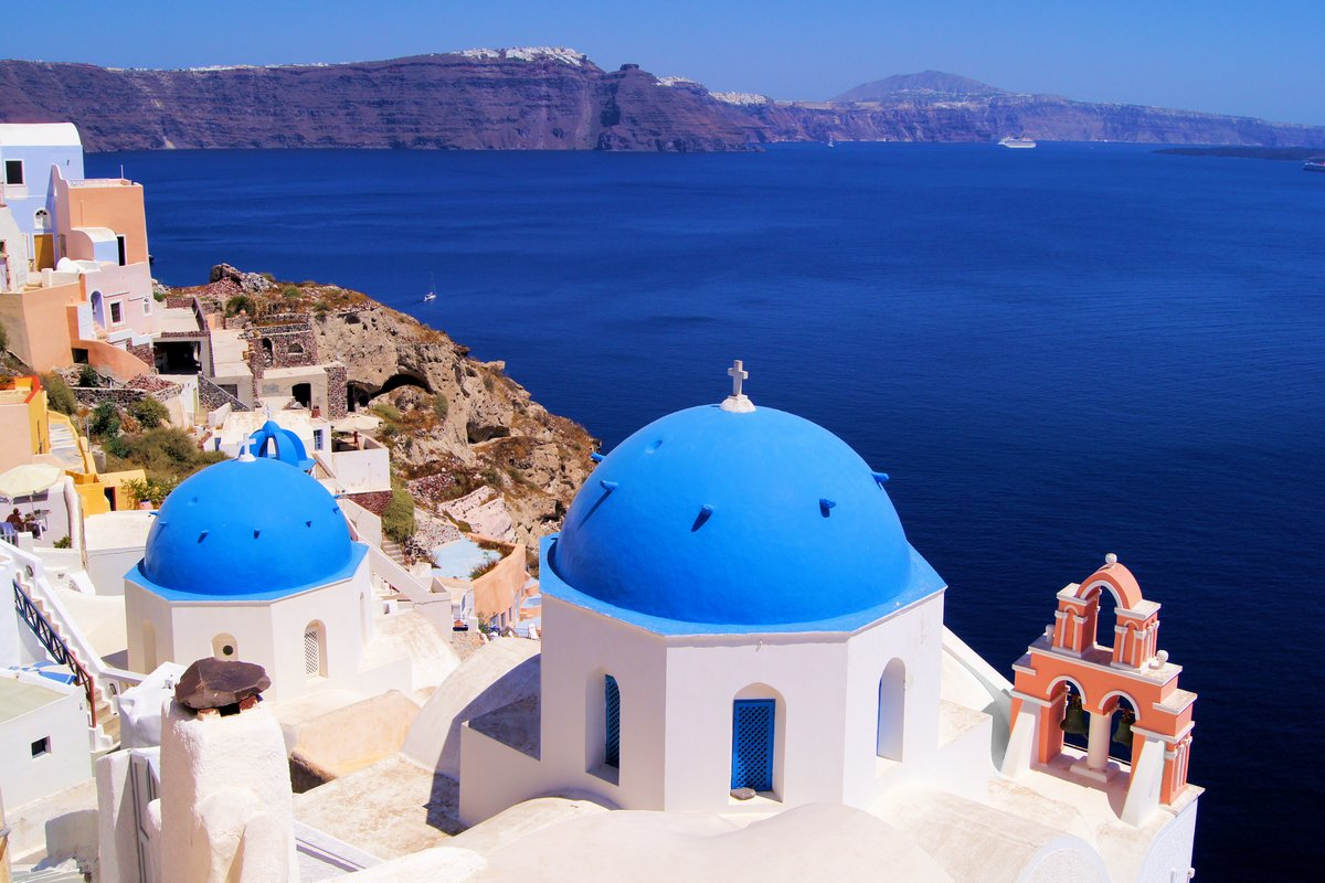 Постер Греция Знаменитый голубой купол церкви, Санторини, ГрецияГреция<br>Постер на холсте или бумаге. Любого нужного вам размера. В раме или без. Подвес в комплекте. Трехслойная надежная упаковка. Доставим в любую точку России. Вам осталось только повесить картину на стену!<br>