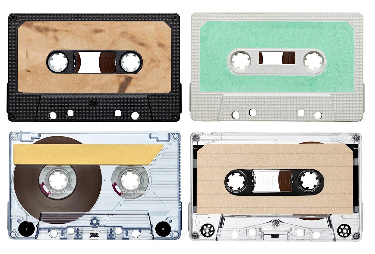 Постер Деятельность Музыка на кассете винтаж, 29x20 см, на бумагеМузыка<br>Постер на холсте или бумаге. Любого нужного вам размера. В раме или без. Подвес в комплекте. Трехслойная надежная упаковка. Доставим в любую точку России. Вам осталось только повесить картину на стену!<br>