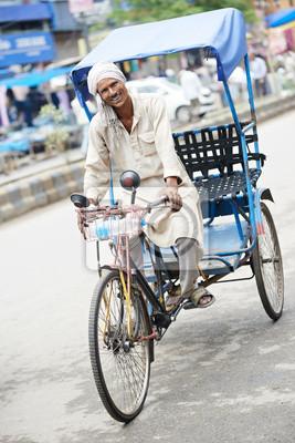 Постер Индия Индийский авто рикша тут-тук водителемИндия<br>Постер на холсте или бумаге. Любого нужного вам размера. В раме или без. Подвес в комплекте. Трехслойная надежная упаковка. Доставим в любую точку России. Вам осталось только повесить картину на стену!<br>