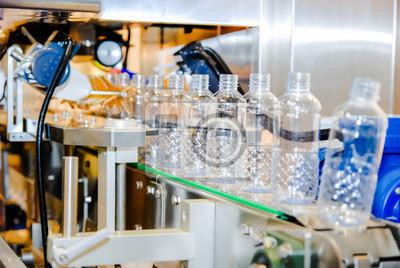 Постер Производство пластика Розлив воды на заводПроизводство пластика<br>Постер на холсте или бумаге. Любого нужного вам размера. В раме или без. Подвес в комплекте. Трехслойная надежная упаковка. Доставим в любую точку России. Вам осталось только повесить картину на стену!<br>