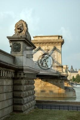 Постер Венгрия Опекун Лев статуя на знаменитый Цепной Мост в БудапештеВенгрия<br>Постер на холсте или бумаге. Любого нужного вам размера. В раме или без. Подвес в комплекте. Трехслойная надежная упаковка. Доставим в любую точку России. Вам осталось только повесить картину на стену!<br>