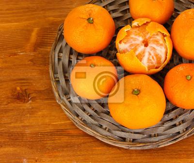 Постер Еда и напитки Вкусно mandarines на плетеный коврик на деревянный фон, 24x20 см, на бумагеМандарины<br>Постер на холсте или бумаге. Любого нужного вам размера. В раме или без. Подвес в комплекте. Трехслойная надежная упаковка. Доставим в любую точку России. Вам осталось только повесить картину на стену!<br>