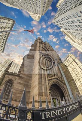 Постер США Троицкая церковь в Нью-ЙоркеСША<br>Постер на холсте или бумаге. Любого нужного вам размера. В раме или без. Подвес в комплекте. Трехслойная надежная упаковка. Доставим в любую точку России. Вам осталось только повесить картину на стену!<br>