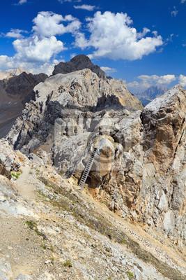 Постер Альпийский пейзаж Доломиты - Costabella хребетАльпийский пейзаж<br>Постер на холсте или бумаге. Любого нужного вам размера. В раме или без. Подвес в комплекте. Трехслойная надежная упаковка. Доставим в любую точку России. Вам осталось только повесить картину на стену!<br>