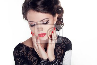 Красивая женщина с вечернего макияжа. Ювелирные изделия и Красоты. Fashio, 30x20 см, на бумагеГламур<br>Постер на холсте или бумаге. Любого нужного вам размера. В раме или без. Подвес в комплекте. Трехслойная надежная упаковка. Доставим в любую точку России. Вам осталось только повесить картину на стену!<br>