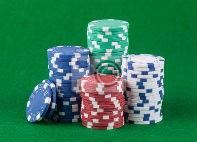 Постер Казино Покерные фишки на зеленое играть фона таблицыКазино<br>Постер на холсте или бумаге. Любого нужного вам размера. В раме или без. Подвес в комплекте. Трехслойная надежная упаковка. Доставим в любую точку России. Вам осталось только повесить картину на стену!<br>