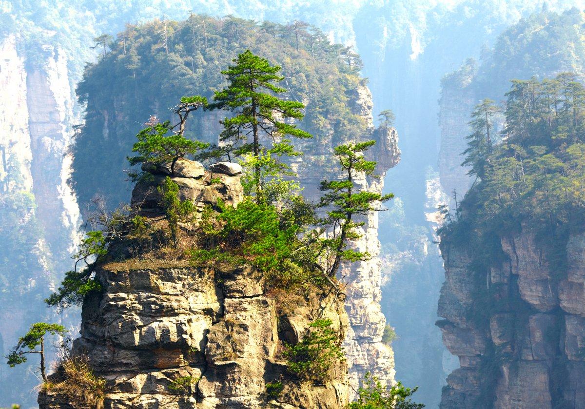 Постер Пейзаж горный Zhangjiajie Национальный Парк, Китай. Аватар горыПейзаж горный<br>Постер на холсте или бумаге. Любого нужного вам размера. В раме или без. Подвес в комплекте. Трехслойная надежная упаковка. Доставим в любую точку России. Вам осталось только повесить картину на стену!<br>
