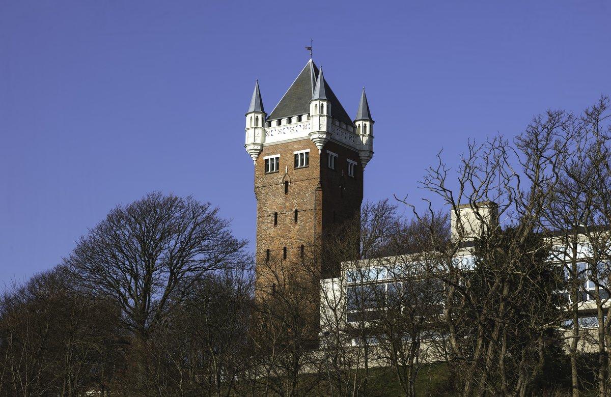 Постер Дания Эсбьерг, Дания. Старая водонапорная башня.Дания<br>Постер на холсте или бумаге. Любого нужного вам размера. В раме или без. Подвес в комплекте. Трехслойная надежная упаковка. Доставим в любую точку России. Вам осталось только повесить картину на стену!<br>