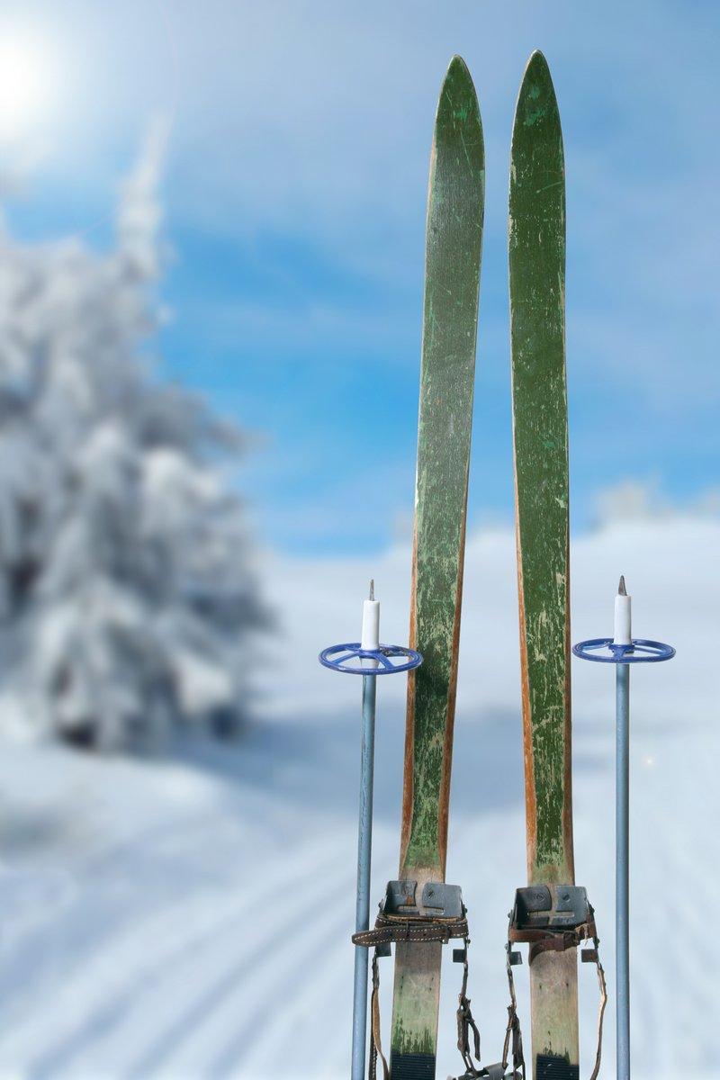 Беговые лыжи в Солнечный зимний день, 20x30 см, на бумагеЛыжи<br>Постер на холсте или бумаге. Любого нужного вам размера. В раме или без. Подвес в комплекте. Трехслойная надежная упаковка. Доставим в любую точку России. Вам осталось только повесить картину на стену!<br>