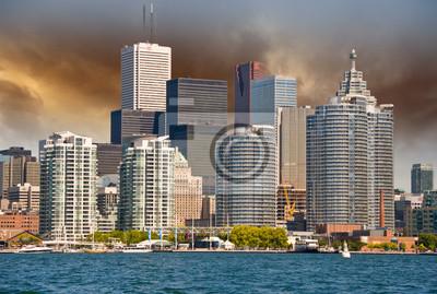 Постер Канада Торонто. Красивый вид на город с Озера ОнтариоКанада<br>Постер на холсте или бумаге. Любого нужного вам размера. В раме или без. Подвес в комплекте. Трехслойная надежная упаковка. Доставим в любую точку России. Вам осталось только повесить картину на стену!<br>