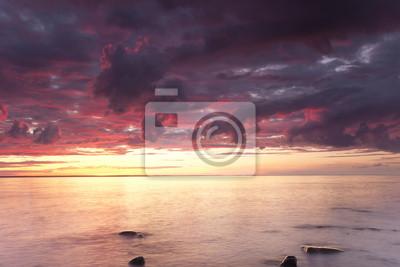 Постер Швеция Красивый океан восхода солнца, широкий угол фотоШвеция<br>Постер на холсте или бумаге. Любого нужного вам размера. В раме или без. Подвес в комплекте. Трехслойная надежная упаковка. Доставим в любую точку России. Вам осталось только повесить картину на стену!<br>