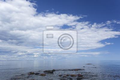 Постер Швеция В Балтийском море в летний день, широкий угол фотоШвеция<br>Постер на холсте или бумаге. Любого нужного вам размера. В раме или без. Подвес в комплекте. Трехслойная надежная упаковка. Доставим в любую точку России. Вам осталось только повесить картину на стену!<br>