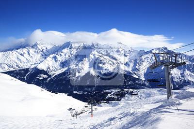 Постер Альпийский пейзаж Мотоцикл кресло-ЛифтАльпийский пейзаж<br>Постер на холсте или бумаге. Любого нужного вам размера. В раме или без. Подвес в комплекте. Трехслойная надежная упаковка. Доставим в любую точку России. Вам осталось только повесить картину на стену!<br>