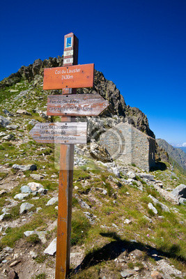 Постер Альпийский пейзаж Треккинг - Валле СтураАльпийский пейзаж<br>Постер на холсте или бумаге. Любого нужного вам размера. В раме или без. Подвес в комплекте. Трехслойная надежная упаковка. Доставим в любую точку России. Вам осталось только повесить картину на стену!<br>