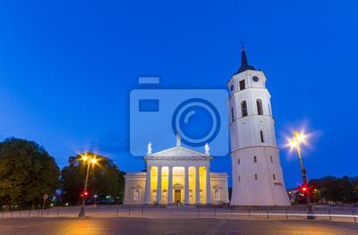 Постер Литва Соборной Площади в Вильнюсе, ЛитваЛитва<br>Постер на холсте или бумаге. Любого нужного вам размера. В раме или без. Подвес в комплекте. Трехслойная надежная упаковка. Доставим в любую точку России. Вам осталось только повесить картину на стену!<br>