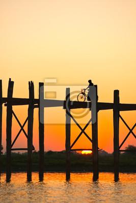 Постер Мьянма (Бирма) Закат из амарапура мост, Мьянма.Мьянма (Бирма)<br>Постер на холсте или бумаге. Любого нужного вам размера. В раме или без. Подвес в комплекте. Трехслойная надежная упаковка. Доставим в любую точку России. Вам осталось только повесить картину на стену!<br>