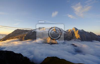 Постер Альпийский пейзаж La MarmoladaАльпийский пейзаж<br>Постер на холсте или бумаге. Любого нужного вам размера. В раме или без. Подвес в комплекте. Трехслойная надежная упаковка. Доставим в любую точку России. Вам осталось только повесить картину на стену!<br>