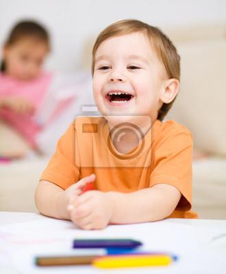 Постер Образование Мальчик рисует на белой бумагеОбразование<br>Постер на холсте или бумаге. Любого нужного вам размера. В раме или без. Подвес в комплекте. Трехслойная надежная упаковка. Доставим в любую точку России. Вам осталось только повесить картину на стену!<br>