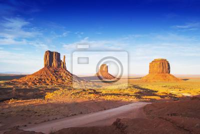 Постер Пейзаж песчаный Вид на Долину Монументов от Jhon Ford Точки.Пейзаж песчаный<br>Постер на холсте или бумаге. Любого нужного вам размера. В раме или без. Подвес в комплекте. Трехслойная надежная упаковка. Доставим в любую точку России. Вам осталось только повесить картину на стену!<br>
