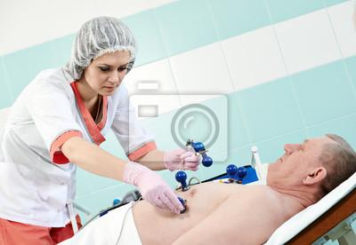 Постер Медицина Медик медсестры с пациентом на ЭКГМедицина<br>Постер на холсте или бумаге. Любого нужного вам размера. В раме или без. Подвес в комплекте. Трехслойная надежная упаковка. Доставим в любую точку России. Вам осталось только повесить картину на стену!<br>