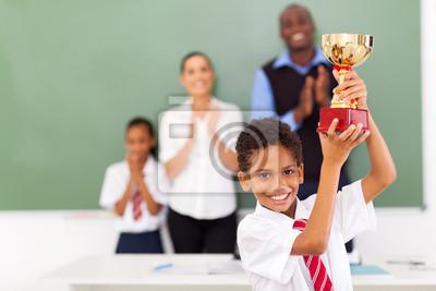 Ученица начальной школы, держа трофей, 30x20 см, на бумагеОбразование<br>Постер на холсте или бумаге. Любого нужного вам размера. В раме или без. Подвес в комплекте. Трехслойная надежная упаковка. Доставим в любую точку России. Вам осталось только повесить картину на стену!<br>