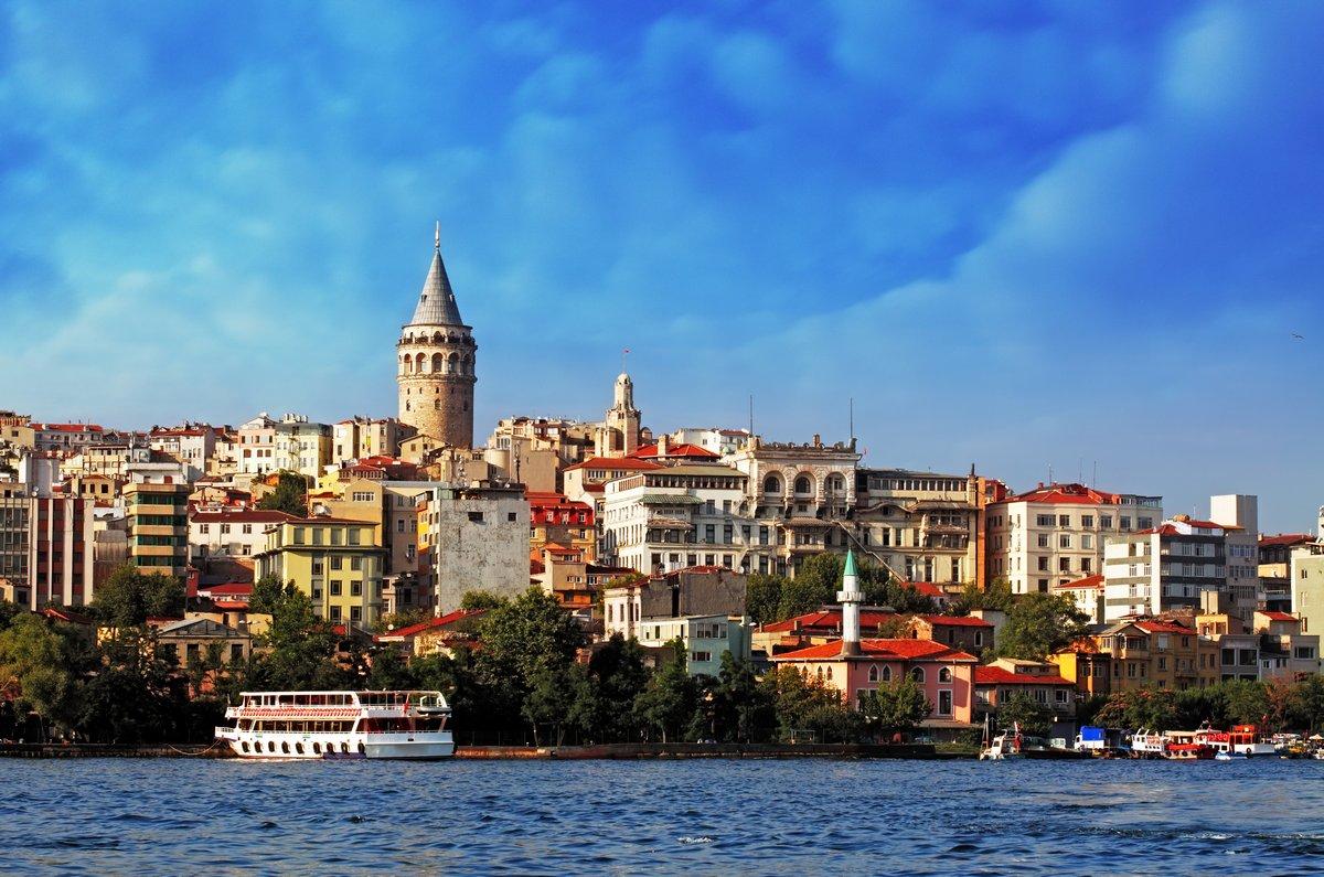 Постер Турция Стамбул на закате - Галата района, ТурцияТурция<br>Постер на холсте или бумаге. Любого нужного вам размера. В раме или без. Подвес в комплекте. Трехслойная надежная упаковка. Доставим в любую точку России. Вам осталось только повесить картину на стену!<br>