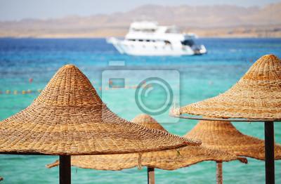 Постер Тунис Море, пляж в жаркий летний деньТунис<br>Постер на холсте или бумаге. Любого нужного вам размера. В раме или без. Подвес в комплекте. Трехслойная надежная упаковка. Доставим в любую точку России. Вам осталось только повесить картину на стену!<br>