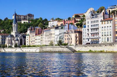 Постер Франция Vieux Lyon с Saone РекаФранция<br>Постер на холсте или бумаге. Любого нужного вам размера. В раме или без. Подвес в комплекте. Трехслойная надежная упаковка. Доставим в любую точку России. Вам осталось только повесить картину на стену!<br>