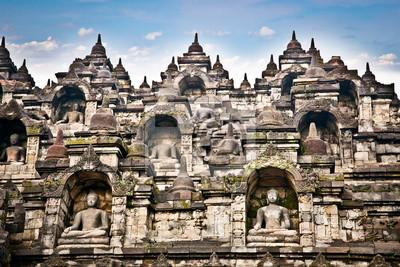 Постер Индонезия Статуя храм Боробудур на острове ява , Индонезия.Индонезия<br>Постер на холсте или бумаге. Любого нужного вам размера. В раме или без. Подвес в комплекте. Трехслойная надежная упаковка. Доставим в любую точку России. Вам осталось только повесить картину на стену!<br>