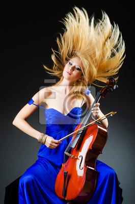 Привлекательная женщина с виолончелью в студии, 20x30 см, на бумагеМузыка<br>Постер на холсте или бумаге. Любого нужного вам размера. В раме или без. Подвес в комплекте. Трехслойная надежная упаковка. Доставим в любую точку России. Вам осталось только повесить картину на стену!<br>