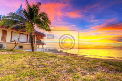 Постер Пейзаж морской Удивительный закат на пляже острове Kho Khao острова в ТаиландПейзаж морской<br>Постер на холсте или бумаге. Любого нужного вам размера. В раме или без. Подвес в комплекте. Трехслойная надежная упаковка. Доставим в любую точку России. Вам осталось только повесить картину на стену!<br>