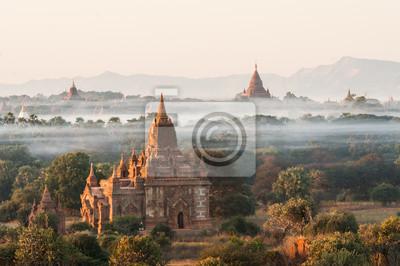 Постер Мьянма (Бирма) Восход солнца в Bagan в МьянмеМьянма (Бирма)<br>Постер на холсте или бумаге. Любого нужного вам размера. В раме или без. Подвес в комплекте. Трехслойная надежная упаковка. Доставим в любую точку России. Вам осталось только повесить картину на стену!<br>