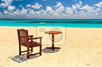 Постер Гавайи Стулья и столик на пляжеГавайи<br>Постер на холсте или бумаге. Любого нужного вам размера. В раме или без. Подвес в комплекте. Трехслойная надежная упаковка. Доставим в любую точку России. Вам осталось только повесить картину на стену!<br>