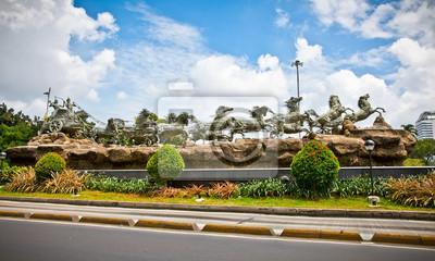 Постер Индонезия Кришна и Арджуна статуи в  Махабхарате  памятник. Джакарта, IndИндонезия<br>Постер на холсте или бумаге. Любого нужного вам размера. В раме или без. Подвес в комплекте. Трехслойная надежная упаковка. Доставим в любую точку России. Вам осталось только повесить картину на стену!<br>