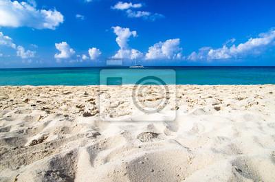 Постер Пейзаж морской Карибского моря, пляжПейзаж морской<br>Постер на холсте или бумаге. Любого нужного вам размера. В раме или без. Подвес в комплекте. Трехслойная надежная упаковка. Доставим в любую точку России. Вам осталось только повесить картину на стену!<br>