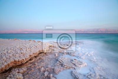 Постер Пейзаж песчаный Мертвое Море береговой линииПейзаж песчаный<br>Постер на холсте или бумаге. Любого нужного вам размера. В раме или без. Подвес в комплекте. Трехслойная надежная упаковка. Доставим в любую точку России. Вам осталось только повесить картину на стену!<br>