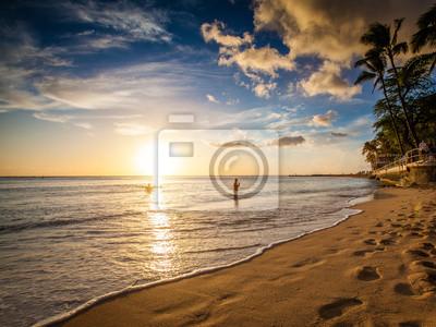 Постер Гавайи Sonnenuntergang @ Waikiki Beach, Hawai бахаиГавайи<br>Постер на холсте или бумаге. Любого нужного вам размера. В раме или без. Подвес в комплекте. Трехслойная надежная упаковка. Доставим в любую точку России. Вам осталось только повесить картину на стену!<br>